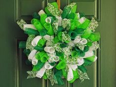 New Orleans Crafts by Design: How To Make A Spiral Deco Mesh Wreath - DIY Spiral Deco Mesh Wreath(How To Make Christmas Centerpieces) Mesh Ribbon Wreaths, Fabric Wreath, Christmas Mesh Wreaths, Deco Mesh Wreaths, Burlap Wreaths, Yarn Wreaths, Floral Wreaths, Winter Wreaths, Spring Wreaths