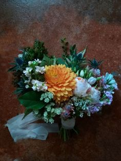 Huge Dahlias and the most gorgeous David Austin roses in peach for this casual italian country wedding David Austin Roses, Italy Wedding, Dahlias, Lake District, Flower Delivery, Peach Colors, Wedding Flowers, Floral Design, Floral Wreath