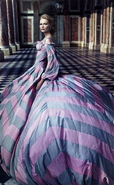 Kirsten Dunst as Marie Antoinette photographed by Annie Leibovitz for VOGUE(September 2006).