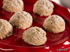 Pecan Balls - Make a batch of these to serve as a Christmas potluck dessert this year!