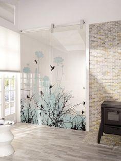 Homeplaza - Florale Dessins auf Glas beleben die Einrichtung - Blühende Transparenz