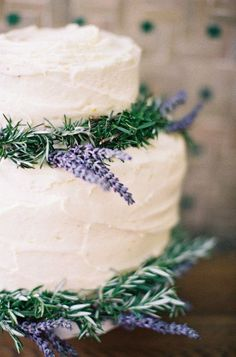 Instead of elaborate frosting embellishments, save money by decorating a cake with fresh flowers.---white frosted cake with lavender is so pretty! Would be lovely with a lavender cake Herb Wedding, Rustic Wedding, Gold Wedding, Purple Wedding, Trendy Wedding, Spring Wedding, Wedding App, Whimsical Wedding, Autumn Wedding