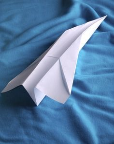 Turn the common time killer of constructing paper airplanes into a lesson on the physics of aerodynamics and flight with this fun science ac. Science Inquiry, Physical Science, Science Lessons, Science Activities, Science Pics, Physics Experiments, Science Fun, Teaching Science, Summer Activities