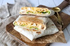 Greek Recipes, Mexican Food Recipes, Dinner Recipes, Crunch Wrap, Chow Mein, Crunches, Tortilla Chips, Hot Dog Buns, Sandwiches