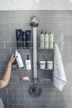 Quick & Easy home Organization Tips his & her shower organization made easy! Home Organization Hacks, Bathroom Organisation, Wardrobe Organisation, Makeup Organization, Organizing Ideas, Medicine Organization, Kitchen Organization, Bad Inspiration, Easy Home Decor
