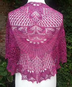 Ravelry: QD - Quadratische Decke Shawl pattern by Hayley Tsang Sather