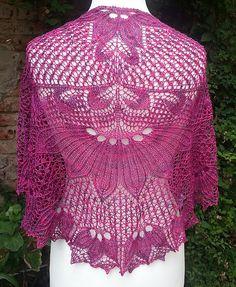 Ravelry: QD - Quadratische Decke Shawl pattern by Hayley Tsang Sather