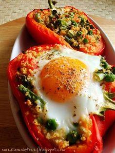 papryka faszerowana kuskusem z warzywami z jajkiem wybitym na wierzchu Healthy Cooking, Healthy Recipes, Eating Well, Beverages, Drinks, Food And Drink, Menu, Eggs, Breakfast
