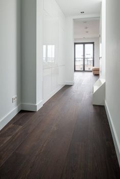 warm and wealthy tone of flooring by Dennebos Flooring 04