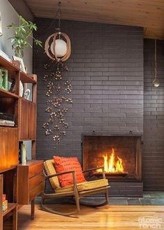 Midcentury Modern Decor & Style Ideas: Tips for Interior Design. Midcentury design is one trend that shows no sign of going away. Learn about midcentury modern decor and discover the best ways to inco Mid Century Modern Living Room, Mid Century Modern Decor, Mid Century House, Living Room Modern, Living Room Designs, Living Rooms, Apartment Living, Small Living, Modern House Design
