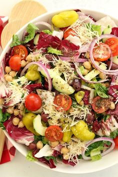 Summer Salads To Blow Your Taste Away Italian Chopped Salad Save Print Prep time 20 mins Total time 20 mins This Italian Chopped Salad is a quintessential chopped salad that& loaded with flavor and a delicious combo of i Vegetarian Recipes Easy, Healthy Salad Recipes, Cooking Recipes, Vegetarian Italian, Avocado Recipes, Chopped Salad Recipes, Cooking Corn, Ramen Recipes, Dishes Recipes