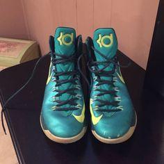 KD basketball sneakers men's 11 Like new KD's Nike Shoes Sneakers