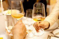 White Wine, Alcoholic Drinks, Food, Linz, Brewing, Thought Bubbles, Essen, White Wines, Liquor Drinks