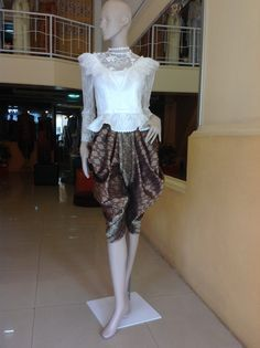 Thai dress, thai costume. ชุดไทยแขนยาว โจงกระเบน