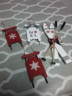 Easy Christmas Crafts for Kids to Make – Popsicle Stick Christmas Ornaments – Unique Christmas Decorations DIY Popsicle Stick Christmas Crafts, Easy Christmas Ornaments, Christmas Crafts For Kids To Make, Handmade Christmas Decorations, Craft Stick Crafts, Kids Christmas, Holiday Crafts, Popsicle Sticks, Simple Christmas
