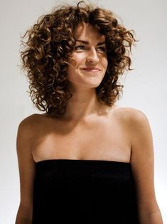 Layered Curly Haircuts, Haircuts For Curly Hair, Curled Hairstyles, Layered Lob, Short Haircuts, Short Layered Curly Hair, Wedding Hairstyles, Formal Hairstyles, Hairstyles 2018