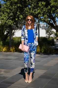 Samantha's high-impact blue floral suit by Andrea Moore created a vibrant, summery look. She teamed it with a pale pink Karen Walker clutch and shoes that she picked up in L. Her rad sunglasses are the Anywhere frames, also by Karen Walker. Samantha Hayes, Street Chic, Street Style, Style Snaps, Karen Walker, Latest Fashion, Style Fashion, Pale Pink, New Hair