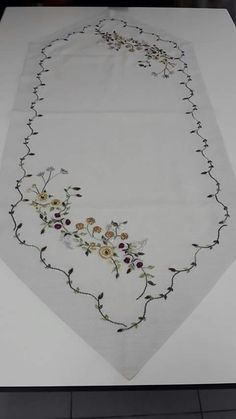 This Pin was discovered by Eli Ribbon Embroidery Tutorial, Embroidery Works, Learn Embroidery, Crewel Embroidery, Hand Embroidery Designs, Embroidery Patterns, Stitch Patterns, Sewing Patterns, Button Hole Stitch