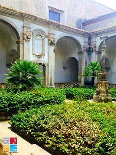 chiostro della Certosa di Padula (ph. locus iste©)