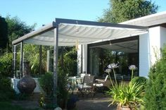 Contemporary ideas for your garden and patio The landscaping of Andy Sturgeon loves us very much. The pergola is surrounded by lush vegetation and the soothing water. Pergola On The Roof, Corner Pergola, Pergola Swing, Outdoor Pergola, Patio Roof, Diy Pergola, Gazebo, Outdoor Decor, Pergola Kits