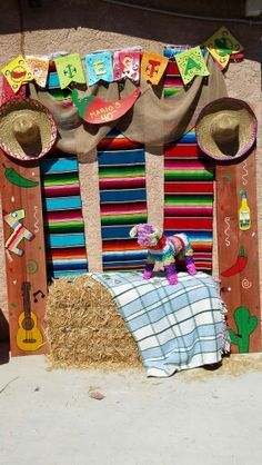 Mexican Fiesta Photo booth area to go with the props Mexican Birthday Parties, Mexican Fiesta Party, Fiesta Theme Party, Festa Party, Fete Anne, Animation Soiree, Fiesta Photo Booth, Mexico Party, Mexican Party Decorations