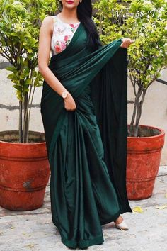 stylish sarees for teenagers - teenagers in saree & saree styles for farewell teenagers & saree styles for teenagers & saree for teenagers & saree for teenagers farewell & saree teenagers & stylish sarees for teenagers & half saree for teenagers Trendy Sarees, Stylish Sarees, Fancy Sarees, Party Wear Sarees, Simple Sarees, Stylish Dresses, Indische Sarees, Sari Bluse, Party Looks