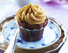 Chokoladecupcakes med saltet karamelcreme