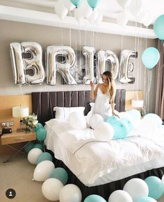 5 wedding gift boxes every bride-to-be should have - Bridal Gowns Bachlorette Party, Bachelorette Party Decorations, Bachelorette Weekend, Bachelorette Parties, Bride To Be Decorations, Wedding Room Decorations, Wedding Centerpieces, Bridal Shower Gifts, Bridal Gifts
