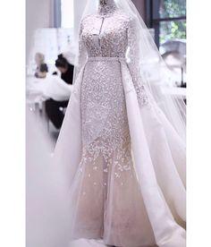 Noiva lindíssima com vestido @ralphandrusso!👰🏼 👰🏼 👰🏼 #couture #hautecouture #ralphandrusso #bride #bridal #bridaldress #wedding Ralph And Russo, Bridal Dresses, Lace Wedding, Bride, Instagram, Fashion, Vestidos, Wedding Bride, Haute Couture