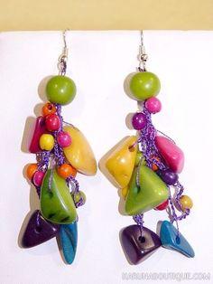Boucles d'oreilles en perles de tagua multicolores.