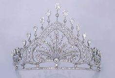 Tiara  1910  Christie's... this would make me look taller ;-)