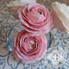 Pretty pink sugar ranunculus Pink Sugar, Sugar Flowers, Ranunculus, How To Make Cake, Cake Designs, Pretty In Pink, Icing, Desserts, Food