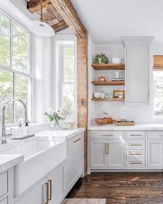 Uplifting Kitchen Remodeling Choosing Your New Kitchen Cabinets Ideas. Delightful Kitchen Remodeling Choosing Your New Kitchen Cabinets Ideas. Home Decor Kitchen, New Kitchen, Kitchen Interior, Kitchen Dining, Kitchen Ideas, Farm Sink Kitchen, Kitchen Sink Window, White Countertop Kitchen, White Appliance Kitchen