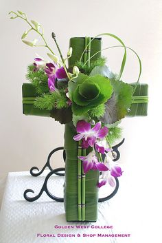 Beautiful cross with dendrobium orchids and galax rose - Class project (Global Floristry) - GWC Floral Design Mehr Arrangements Funéraires, Funeral Floral Arrangements, Church Flower Arrangements, Altar Flowers, Church Flowers, Funeral Flowers, Wedding Flowers, Deco Floral, Arte Floral