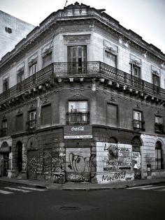 Postales de Buenos Aires: barrio de Montserrat, Buenos Aires. http://pbartholomaifoto.com.ar/2013/postales-de-buenos-aires-androidgrafias-3.html