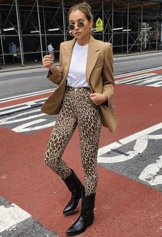 Leopard Pants Outfit, Printed Leggings Outfit, Printed Pants Outfits, Leopard Print Outfits, Leopard Print Leggings, Animal Print Outfits, Animal Print Fashion, Animal Prints, Fashion Mode