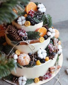 Christmas Themed Cake, Christmas Cake Decorations, Holiday Centerpieces, Holiday Cakes, Christmas Desserts, Christmas Treats, Christmas Baking, Christmas Cookies, Christmas Wedding Cakes