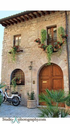 Italian house | Kim | Flickr                                                                                                                                                                                 More Italian Cottage, Italian Farmhouse Decor, Italian Country Decor, Italian Style Home, Italian Houses, Italian Villa, Italian Home Decor, Italian Decorations, Tuscan Courtyard