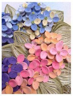 Всем доброго времени! Сегодня у меня гортензия. Много маленьких разноцветных цветочков, собраны в маленький яркий букетик. Для цветочков использовала полосочки 1,5 мм 14-ти оттенков. Для листьев: полосочки 3 мм 3-х оттенков.  Формат 23*23 см, фон - сухая пастель. фото 3