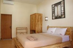RedDoorz @ Sriwijaya Legian Legian RedDoorz @ Sriwijaya Legian is situated in the Legian City-Centre district in Legian, 1.3 km from Legian Beach.  The rooms are equipped with a flat-screen TV with satellite channels. A terrace or balcony are featured in certain rooms.