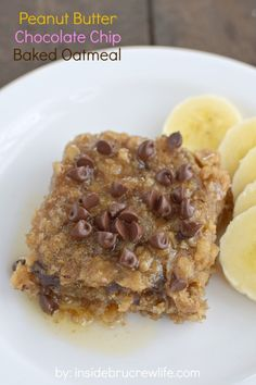 Peanut Butter Chocolate Chip Baked Oatmeal - peanut butter and chocolate chips make this baked oatmeal a delicious breakfast choice
