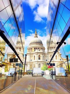 St. Paul's Cathedral, London. Tips for Planning a London Vacation. www.kevinandamanda.com. #travel #london #england