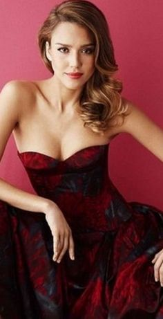 Actress Jessica Alba starred in a photo shoot for the may numbers Simon Emmett the British edition of Glamour Magazine. Jessica Alba Sexy, Jessica Alba Pictures, Jessica Alba Fashion, Jessica Alba 2014, Jessica Alba Dress, Glamour Magazine Uk, Glamour Uk, Fashion Vestidos, Actress Jessica