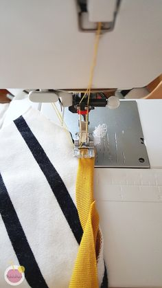 Tämän viikon VinkkiSunnuntaina ajattelin jakaa vinkkini kaksoisneulalla ompeluun. Jos ei ole vielä tarpeeksi intoa Sewing Hacks, Sewing Tutorials, Sewing Crafts, Sewing Projects, Janome, Handicraft, Diy Clothes, Textiles, Knitting