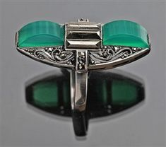 Bold but very wearable chalcedony, marcasite and 935 silver Art Deco ring. Made by Gustav Braendle for Theodor Fahrner, Bijoux Art Deco, Art Deco Jewelry, Jewelry Design, Antique Jewelry, Silver Jewelry, Vintage Jewelry, Silver Ring, Art Nouveau, 1920s