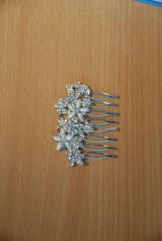 Hair slide of white metal incorporating floral pattern set with white and pearl  coloured stones Ref:  PBL/2 VH13- 19  (image 21)