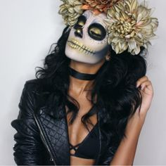 Login - GOLD SUGAR SKULL First Halloween tutorial of the year is now up on my channel, which Halloween tutorial would you like me to recreate next? Haloween Makeup, Halloween Makeup Sugar Skull, Sugar Skull Costume, Amazing Halloween Makeup, Sugar Skull Makeup, Halloween Kostüm, Costume Makeup, Halloween Tutorial, Halloween Costumes