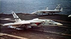 That time an Vigilante took a picture of a surface to air missile passing just 104 feet from its belly Us Military Aircraft, Navy Aircraft, Military Jets, Fighter Aircraft, Fighter Jets, Uss America, Naval Aviator, Us Navy Ships, Flight Deck