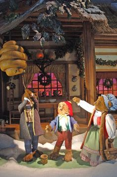 Goldilocks and the Three Bears - Lord and Taylor 2005 Holiday Window Decorations - Pictures of Holiday Windows at Lord and Taylor Department Store