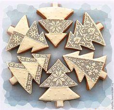 Купить или заказать пряники 'Новогодние ёлочки' в интернет-магазине на Ярмарке Мастеров. Новогодние елочки с различным оформлением.